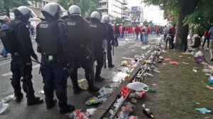 Kibice opanowali Francuską. Ulica zasypana śmieciami