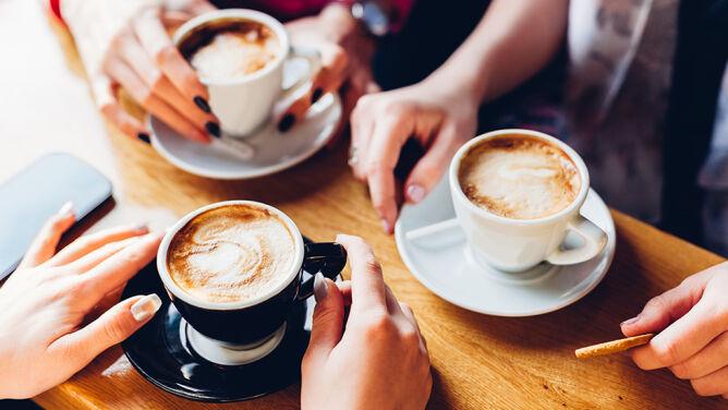 Pijesz sześć kaw dziennie? Naukowcy: to zwiększa ryzyko demencji i udaru