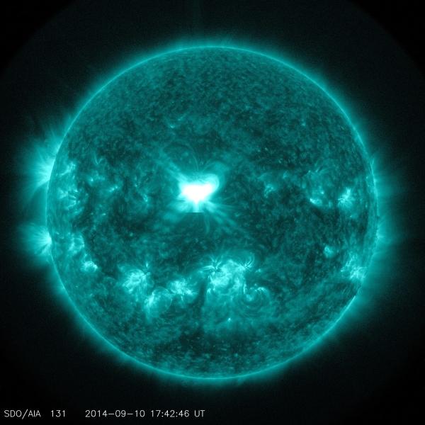Rozbłysk słoneczny zarejestrowany w dn. 10 września na obszarze aktywnym nr 2158 Słońca