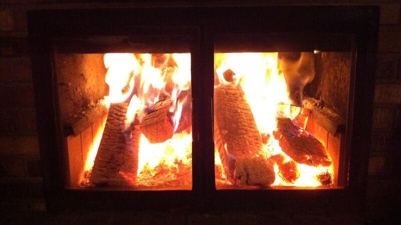 Palenie w kominku zanieczyszcza powietrze (C.E. Kent/Foter.com CC BY 2.0)